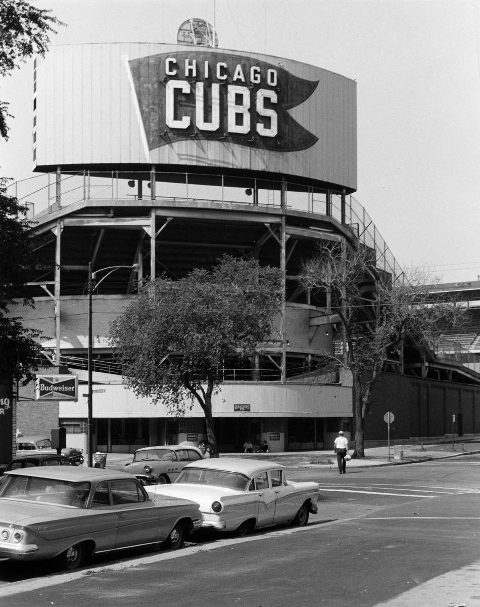 Exterior_view_of_Wrigley_Field