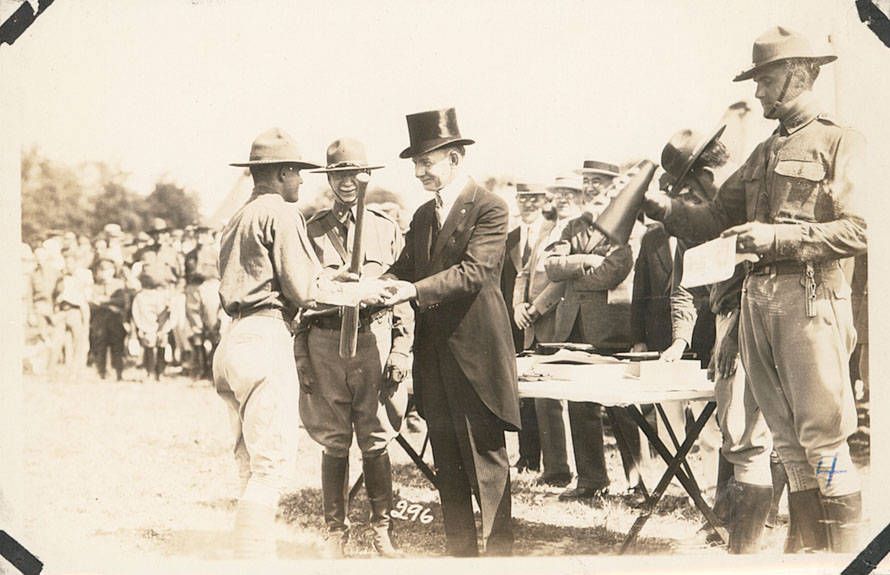 Men_Shaking_Hands_Fort_Sheridan